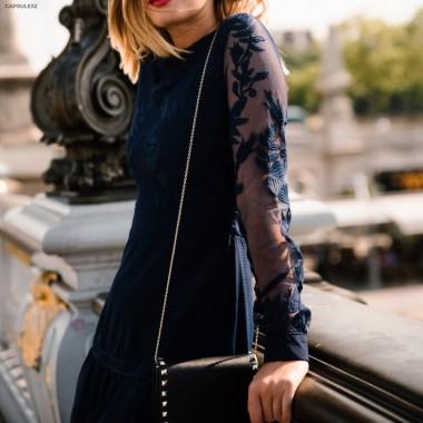 Robe Bleue Brodée Transparence