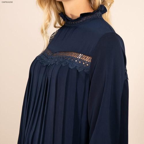 Robe Bleue Brodée et Plissée
